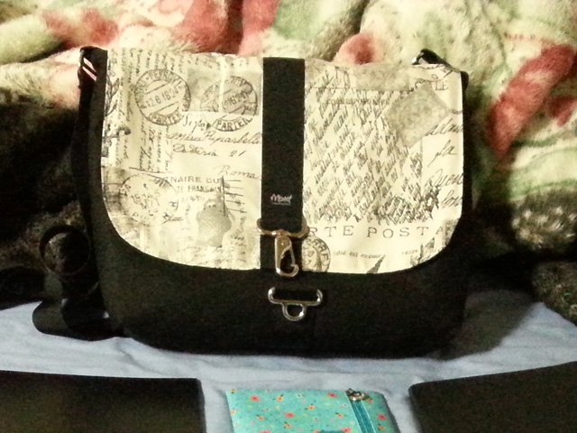 Bar Harbor Messenger Bag with Bonjour Paris Print