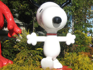 Snoopy in front of Wonderland