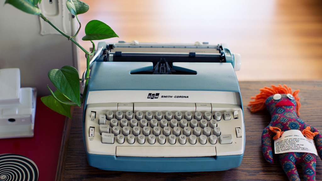 Typewriter (Image from Unsplash.com)