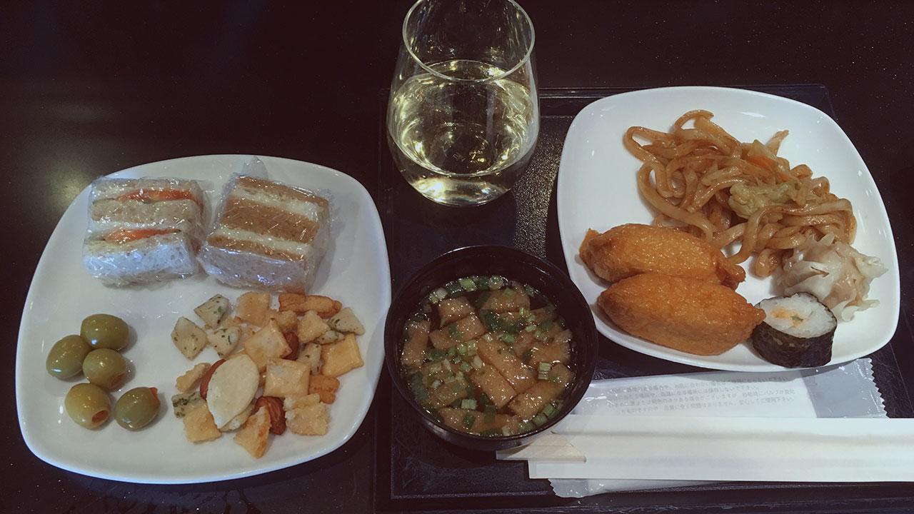 ANA Lounge Food